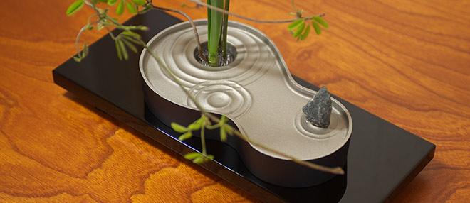 活ける物が引き立つ水盤花器
