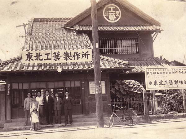 作り手は、宮城県指定伝統的工芸品「玉虫塗」の唯一の製造元