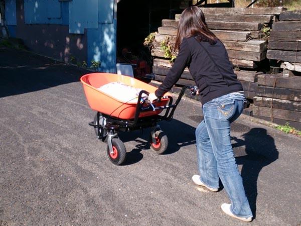 一度に120kgの荷物を積んで、坂道の上り下りもらくらくです。