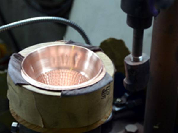 人の歴史とともにあった銅の魅力を、技の結集で今に活かす